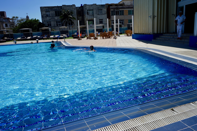 Piscina Hotel Habana Libre.  La Habana